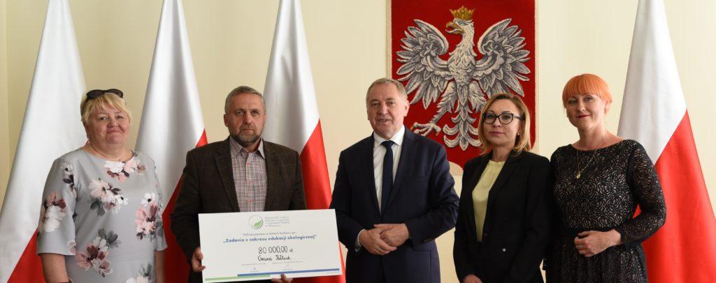 burmistrz Wojciech Gregorczyk po podpisaniu umowy dofinansowania w ministerstwie środowiska