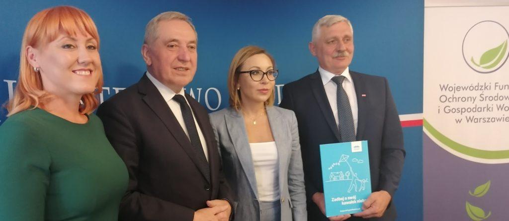 Minister Henryk Kowalczyk podpisał porozumienie ws programu czyste powietrze z gminą Świercze