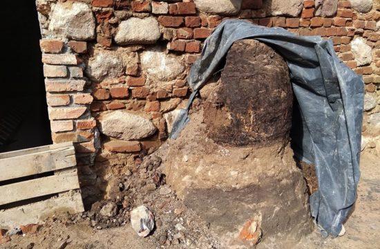 beczka zsabytkowa - zniszczona przez wandali