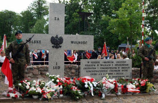 rocznica obławy w Pniewie - foto E. Glanowski