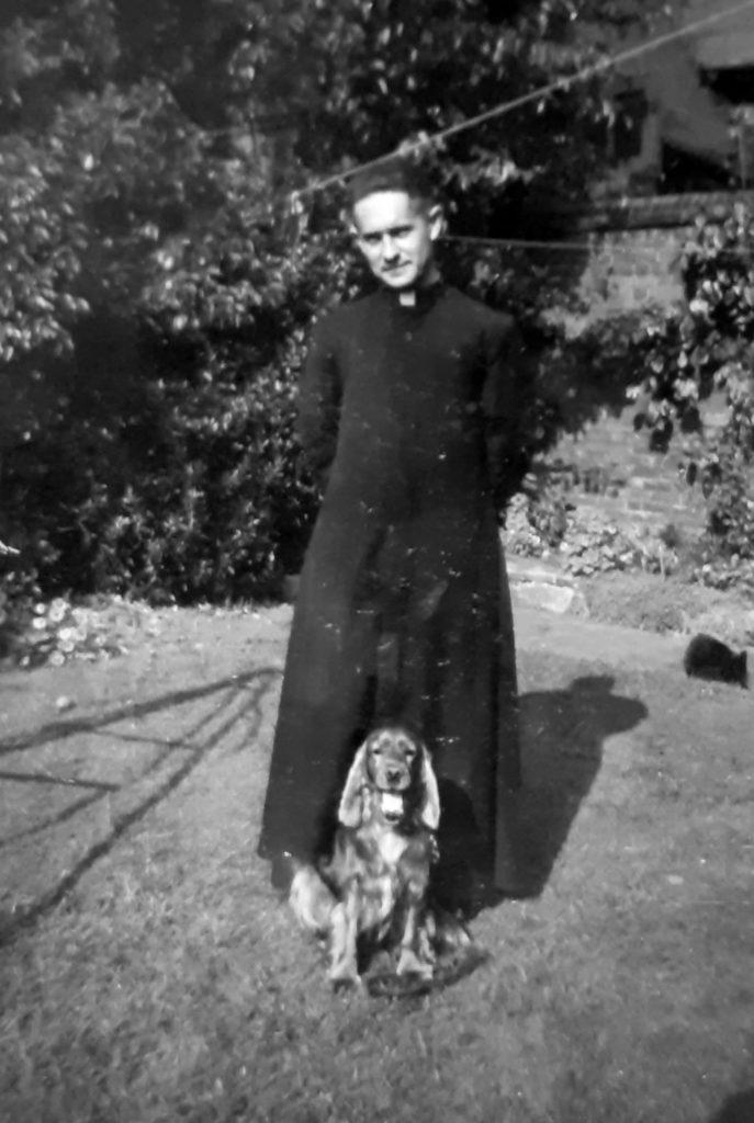 ks. S. Borek z własnym psem