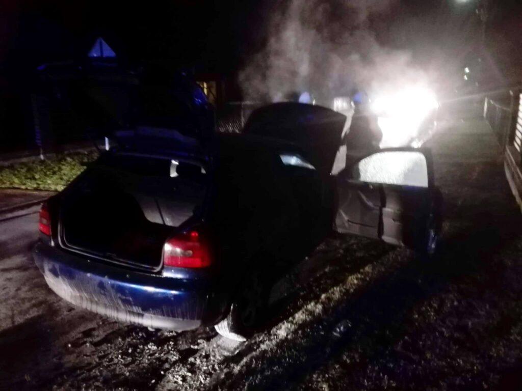 pożar auta w Lutobroku