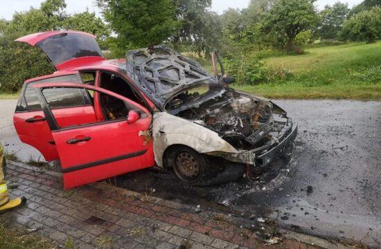 pożar auta foto OSP Obryte
