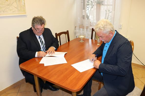podpisanie umowy gmina Gzy